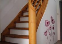 Holztreppe nach der Renovierung: Stufen, Geländer, Handlauf, Treppenpfosten abeschliffen und renoviert