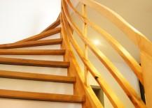 Diese Treppe von 1936 wurde von uns wieder wie neu gemacht. Buchehandlauf verleimt + geölt