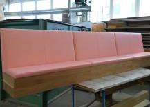 Küchenbak aus Vollholz Eiche, gepolstert mit rosa Leder
