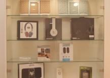 Glasvitrine, MDF lackiert, abschließbare Glastüren, Fachböden aus Glas